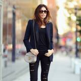 4d3a859c4b3283 Czarne spodnie z dziurami - z czym je nosić? - Elle.pl - trendy ...