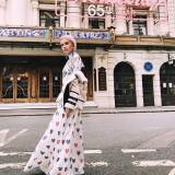 Julia Kuczyńska na London Fashion Week (w sukni Mary Katrantzou)