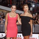 "Alaia Baldwin i Hailey Baldwin na premierze filmu ""Mission Impossible: Rogue Nation"" , 2015 rok"
