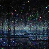 Infinity Mirrored Room – Filled with the Brilliance of Life 2011/2017