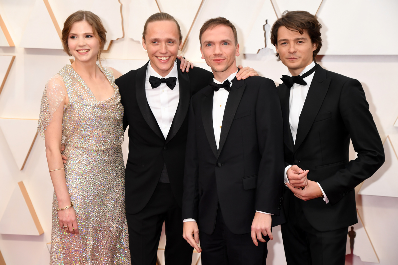 Oscary 2020 Jan Komasa I Aktorzy Filmu Boze Cialo Na Czerwonym Dywanie Elle Pl