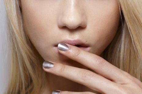 Metaliczne lakiery do paznokci