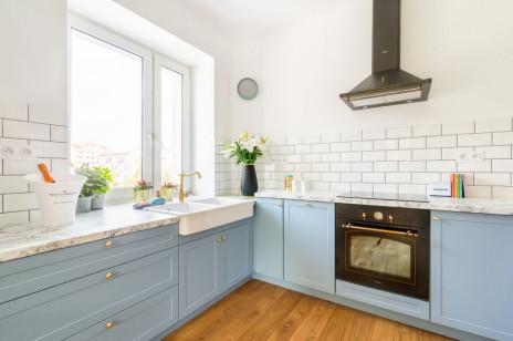 Mieszkanie z pastelową kuchnią na Powiślu