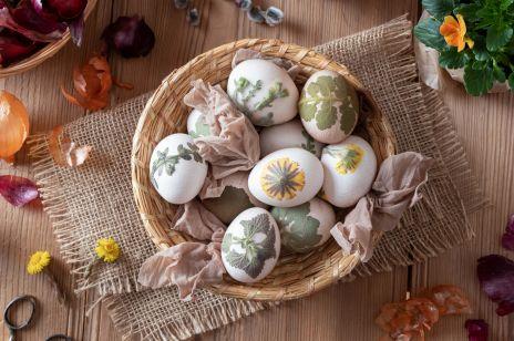 Jak zrobić pisanki? Użyj naturalnych barwników z ziół i warzyw, by stworzyć najpiękniejsze jajka wielkanocne