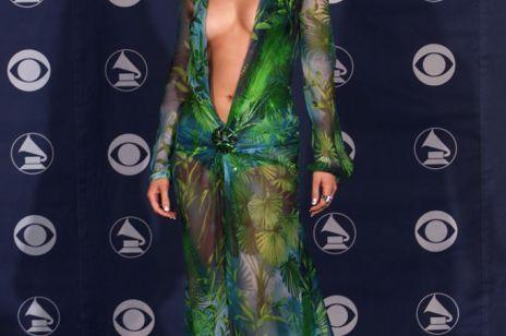 Jennifer Lopez i odważna sukienka Versace w tropikalne wzory. Jak to się stało, że w 2000 roku zrewolucjonizowała Google? [One dress show]