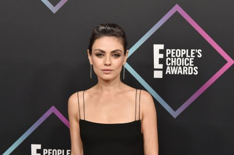 Mila Kunis na gali E! People's Choice Awards 2018 [ELLE Spy]