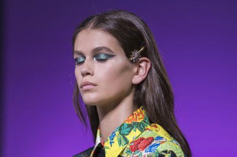Niebieski makijaż: cienie w kolorze baby blue, morski eyeliner i kobaltowy brokat