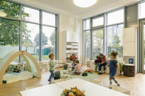 Bezpłatne miejskie żłobki, dofinansowanie do szczepień i 10 milionów złotych na in vitro w Warszawie