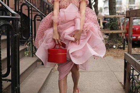 Długa sukienka na wesele - stylizacyjny hit czy spektakularne faux pas ?