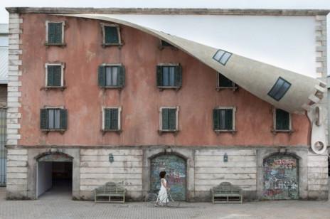 Fasada na ekspres - praca Alexa Chinnecka w Mediolanie