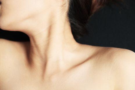 Zmarszczki na szyi – 7 sposobów, jak się ich pozbyć w domu i w gabinecie medycyny estetycznej