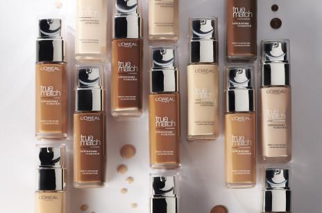 Ten podkład L'Oréal Paris działa jak druga skóra. Reklamują go kobiety bez retuszu