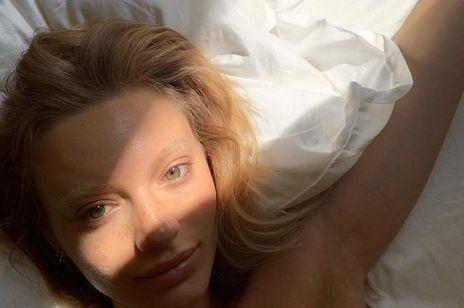 """Opuchnięte oczy z rana? Oto 5 szybkich sposobów na pozbycie się """"puffy eyes"""""""