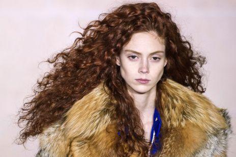 Modne fryzury z rudych włosów