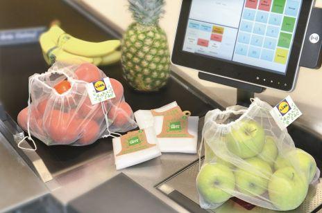 Znany dyskont rezygnuje z foliówek przy dziale z owocami i warzywami. Wprowadza nowe, przyjazne środowisku opakowania