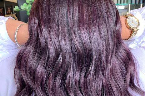Modne fryzury: Chocolate Lilac, czyli nowy trend w koloryzacji włosów dla brunetek. To hit na jesień 2019