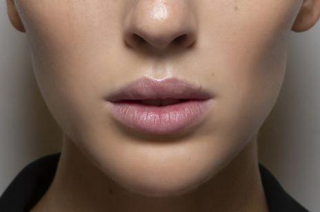Powiększanie ust nićmi liftingującymi – nowy trend w gabinetach. To alternatywa dla wypełniaczy