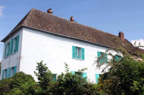 Niebieski dom Claude'a Moneta do wynajęcia