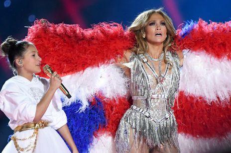 Córka Jennifer Lopez wystąpiła na scenie Super Bowl 2020. Zobacz wzruszające wideo z J.Lo i Emme Muñiz