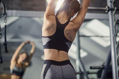 Zgrabne plecy. Poznaj ćwiczenia na plecy – najlepsze ćwiczenia na mięsień najszerszy i nie tylko [OKIEM EKSPERTA]