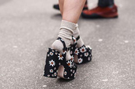 Modne klapki i sandały na platformie na wiosnę i lato 2020. Wybrałyśmy najpiękniejsze modele z aktualnej oferty znanych marek