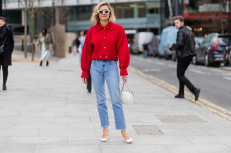 Postrzępione jeansy wracają do łask. To będą najmodniejsze spodnie sezonu