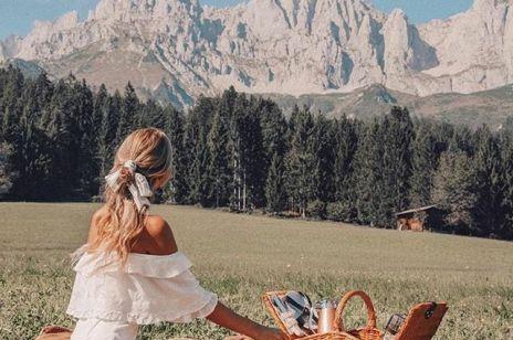 Jak spakować się na piknik? Co (i w co) zabrać ze soba na popołudnie na kocu - podpowiadamy