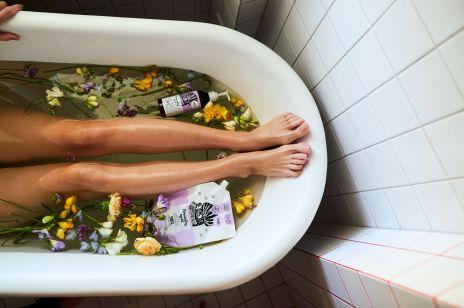 Światło, kwiaty, intymność, czyli nowa kampania YOPE #wstronęsłońca autorstwa Zuzy Krajewskiej