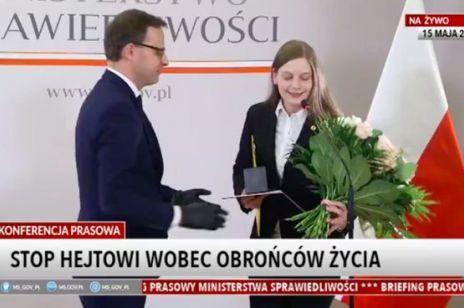 Zuzanna Wiewiórka z medalem od Ministerstwa Sprawiedliwości. Działaczka pro-life uniemożliwiła aborcję nastolatki, a nagroda dla niej wzbudziła liczne kontrowersje