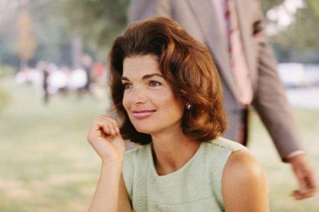 Ulubione kosmetyki Jackie Kennedy. Jakich produktów używała Pierwsza Dama USA w latach 60.? Niektóre z nich nadal dostępne są w sprzedaży