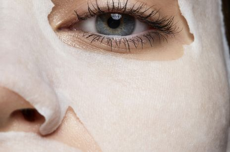 Ta maska w płachcie intensywnie nawilży ci skórę twarzy i ukoi wszelkie podrażnienia. To ratunek dla suchej i szorstkiej skóry