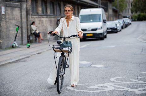Jak się ubrać na rower? Modne (i wygodne) stylizacje, które podpatrzyłyśmy na zdjęciach z najważniejszych stolic mody