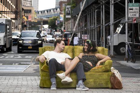 """Gwiazda """"Stranger Things"""" w nowej komedii romantycznej. Producentką filmu jest Selena Gomez!"""