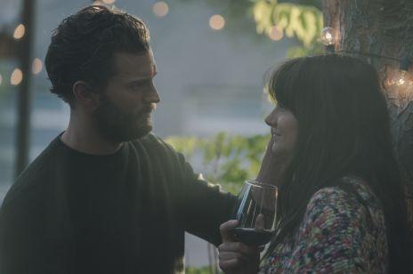 """""""Coś się kończy, coś zaczyna"""" to nie jest kolejna """"zwykła"""" komedia romantyczna z Jamiem Dornanem. Ten film powinna obejrzeć każda kobieta, która ma problemy z facetami"""