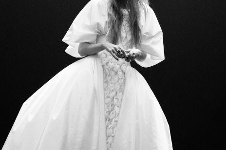 Chanel haute couture jesień-zima 2020/2021: punkowa elegancja i słodycz lat 60.