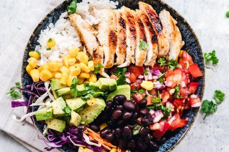 Fit kolacja, czyli pomysł na zdrową, lekką i szybką w wykonaniu kolację dla osób, które dbają o linię [PRZEPIS]