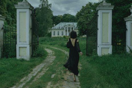 Nowa polska marka: Enaflaneur. Pokochają ją romantyczne minimalistki, które uwielbiają zmysłowe ubrania