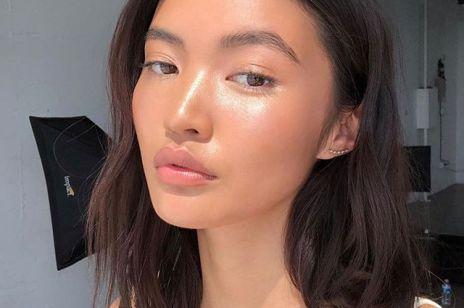 Kremy rozświetlające: 8 najlepszych kosmetyków dających efekt mocno nawilżonej, promiennej cery