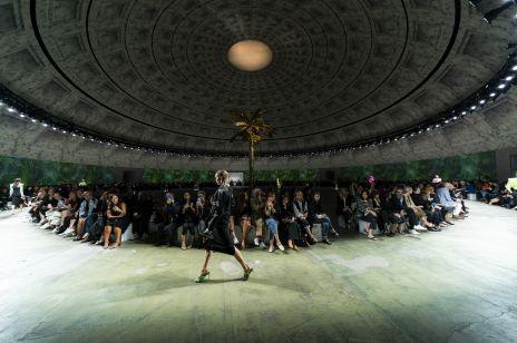 Versace wiosna-lato 2020 [wideo]