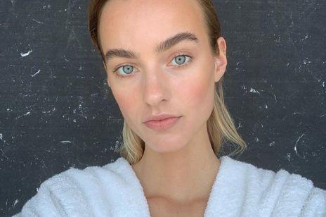 Puder enzymatyczny – nowy sposób na dogłębne oczyszczenie twarzy. Czym jest i jak go stosować?
