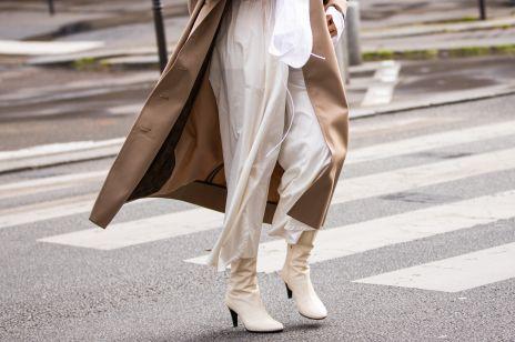 Te buty przez lata uchodziły za synonim kiczu i obciachu. Teraz lansują je stylistki, dziennikarki mody i influencerki