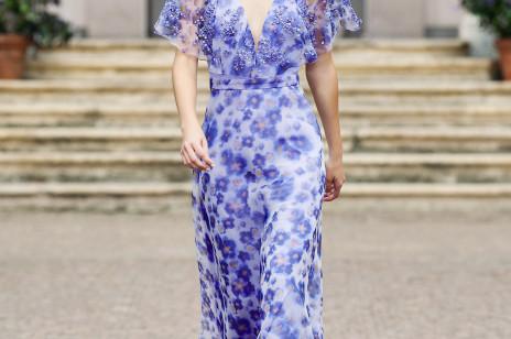 Elisabetta Franchi wiosna-lato 2021. Kwietne łączki, krople rosy i rozgwieżdżone niebo