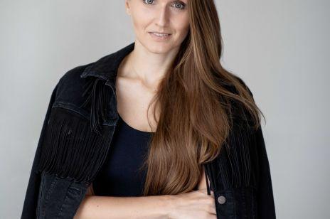 """Martyna Szabadi: """"Moda musi zwolnić tempo, bo jest w kryzysie od dawna"""". O przyszłości branży rozmawiamy z nowojorską konsultantką rynku dóbr luksusowych"""