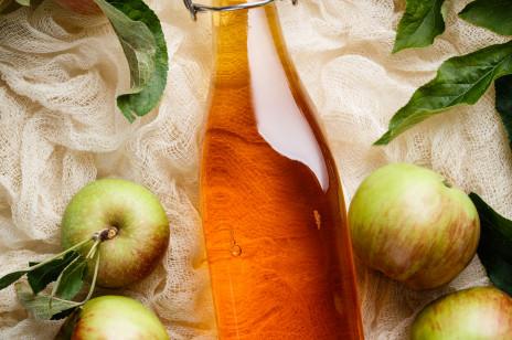 Woda z octem jabłkowym: właściwości, efekty picia i przeciwwskazania