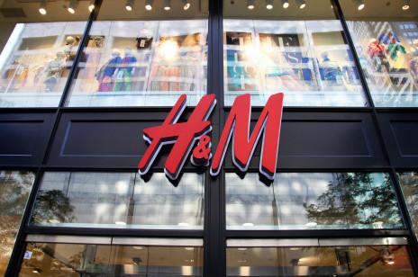 """H&M stworzyło pierwszy na świecie sklepowy system recyklingu. """"Po około pięciu godzinach odbierasz nowy dzianinowy element odzieży"""""""