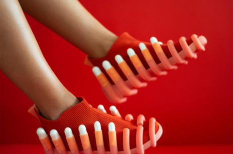 Te sneakersy mają zaprojektowane skrytki na zapałki oraz... tampony!