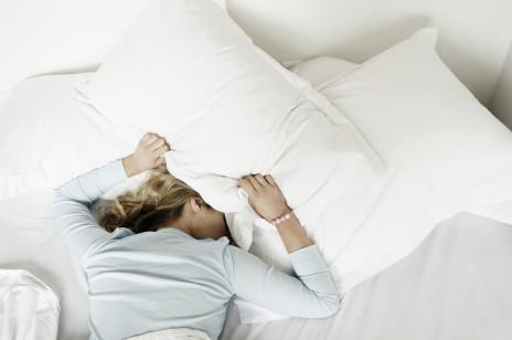 Sposoby na bezsenność: te wskazówki pozwalą ci szybciej się wyciszyć oraz umożliwią wydłużenie fazy snu głębokiego