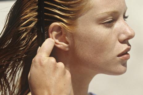 Włosy gładkie jak z reklamy. Ten efekt uzyskasz dzięki kosmetykom wykorzystującym olejek z nasion konopii