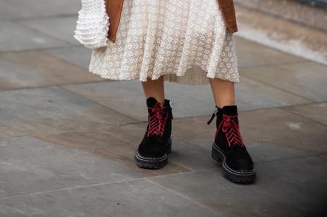 Te buty robią furorę na ulicach światowych stolic mody. Są oryginalne i świetnie sprawdzą się w chłodne, deszczowe dni jesieni