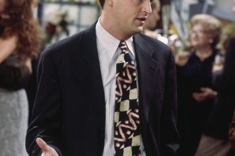 """Matthew Perry, czyli serialowy Chandler Bing projektuje ubrania inspirowane """"Przyjaciółmi"""". Zysk ze sprzedaży trafi na cele charytatywne"""